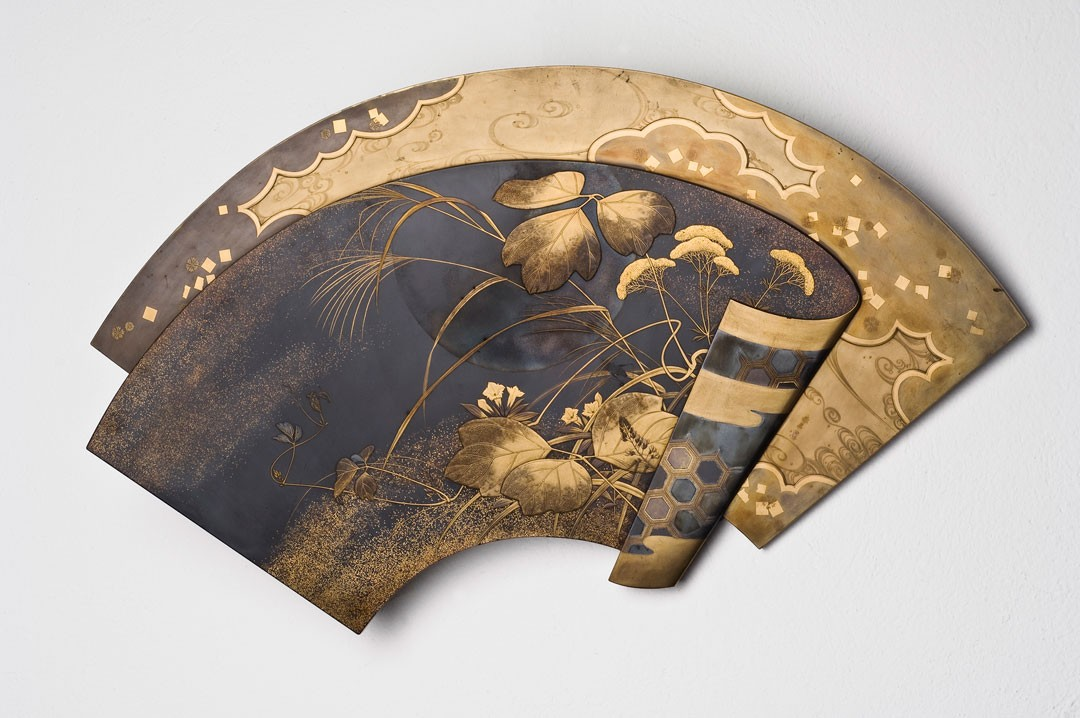 "<BODY><div>Wall decoration in the form of a fan, signed ""Ikeda Taishin"" (1829–1903), Japan, Meiji period (1868–1912), before 1873</div><div>Wood with lacquer decoration in various techniques (maki-e)</div><div>© MAK/Georg Mayer</div><div> </div></BODY>"