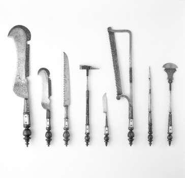 Utensils of a court carver used at courtly banquets