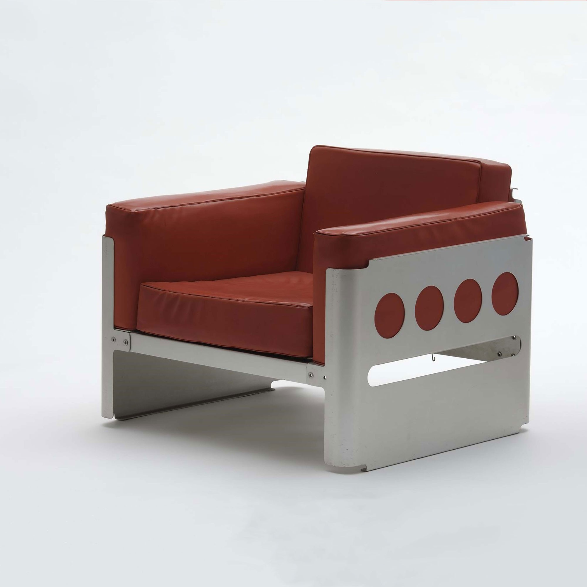 <BODY>Walter Pichler, Fauteuil<em> Galaxy</em>, Vienna, 1966<br />Aluminum, riveted; foam padding with red textile cover<br />© MAK/Georg Mayer</BODY>
