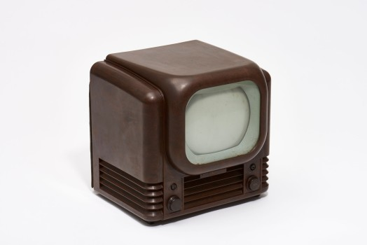"Television set ""Bush TV 12,"" 1949Execution: Bush, England Bakelite; 35.5 × 32 × 39.5 cmKargl Collection 35.01.02.08.292Photo: © MAK/Georg Mayer"